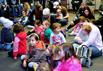 Kids audience for StonLion Puppet Theatre show